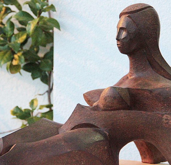 francisco-lopez-escultor-obra-resina-mujer-organica-1